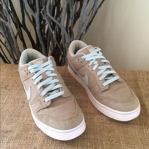 Nike Canvas Sneakers